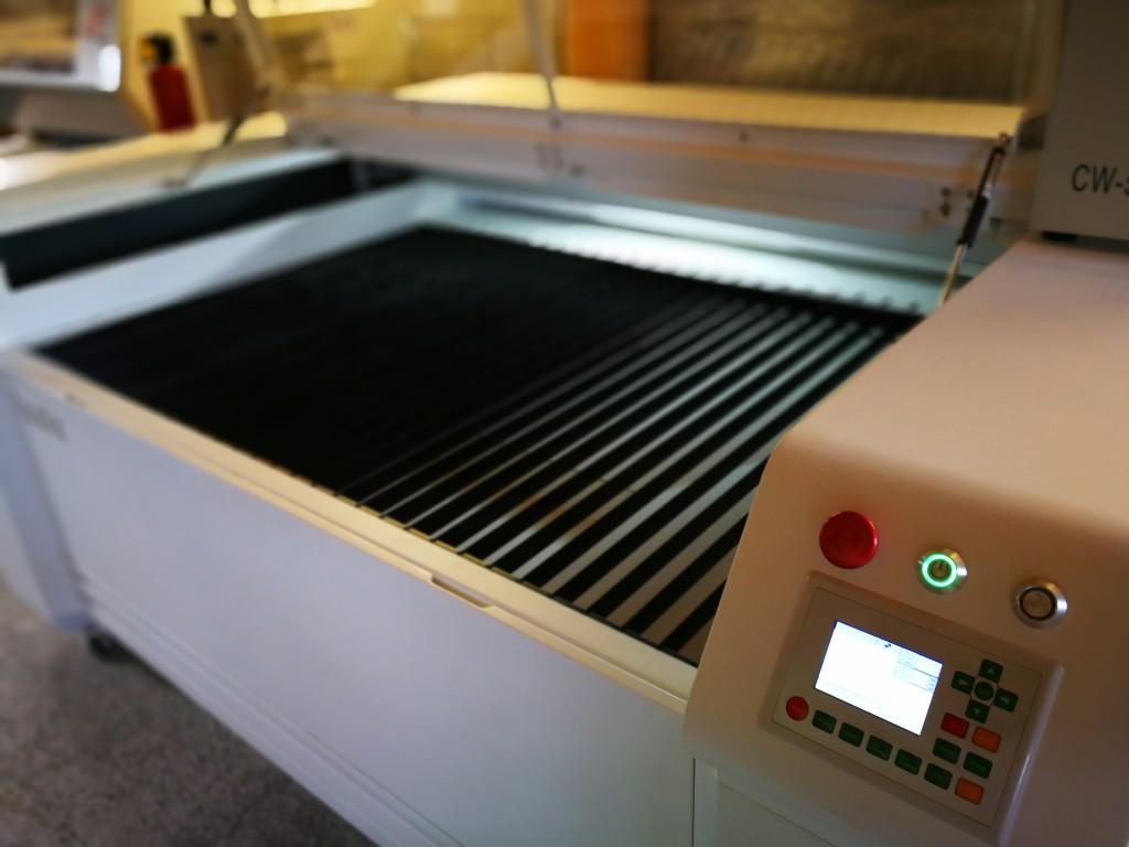 Gaël Marchand a investi dans deux machines laser grand format, qui permettent de faire du sur-mesure pour les industriels mais aussi pour la gravure.