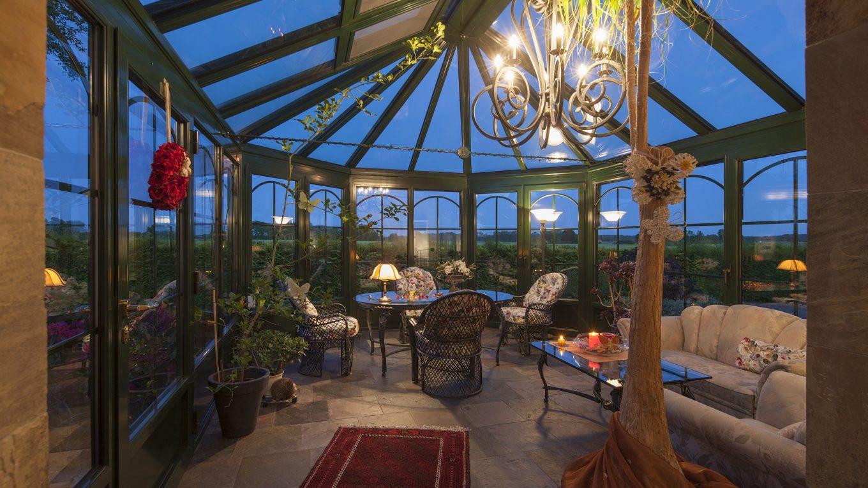 Décoration d'intérieur : quand le mobilier de jardin s'invite au salon…