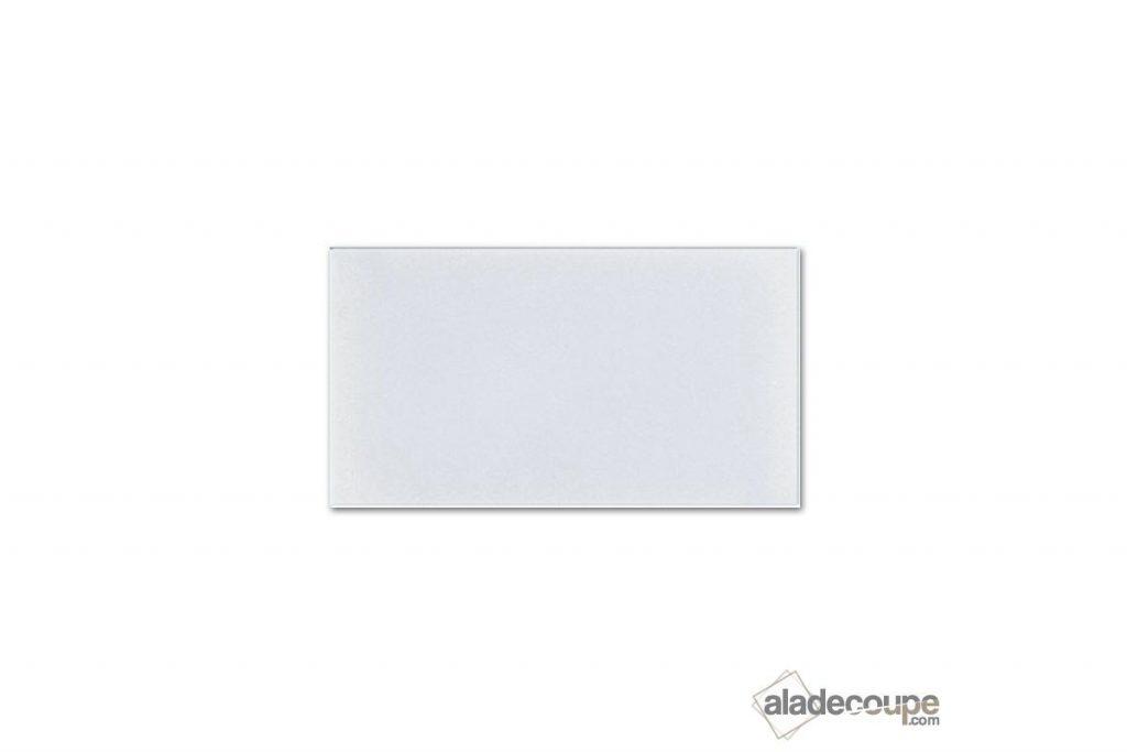 Une marquise en PMMA blanc diffusant pour la satisfaction d'un client.